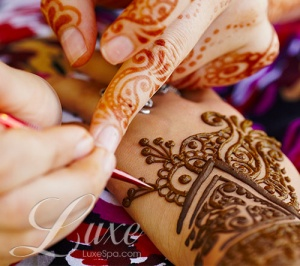 Henna Artist at Luxe!